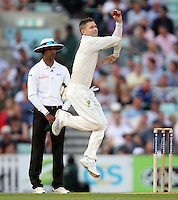 Michael Clarke of Australia in bowling action - England vs Australia - 5th day of the 5th Investec Ashes Test match at The Kia Oval, London - 25/08/13 - MANDATORY CREDIT: Rob Newell/TGSPHOTO - Self billing applies where appropriate - 0845 094 6026 - contact@tgsphoto.co.uk - NO UNPAID USE