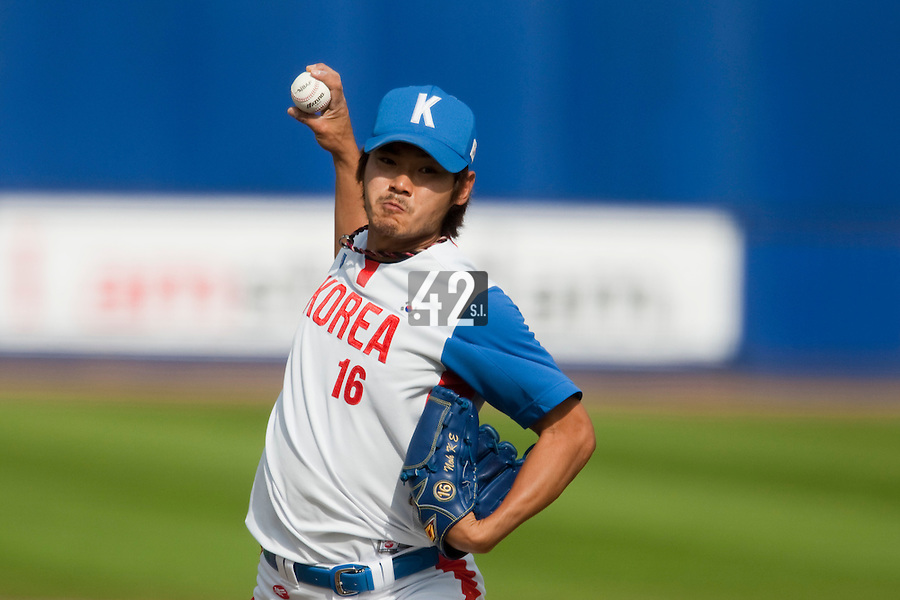 14 September 2009: Kyung-Eun Noh of South Korea pitches against Great Britain during the 2009 Baseball World Cup Group F second round match game won 15-5 by South Korea over Great Britain, in the Dutch city of Amsterdan, Netherlands.