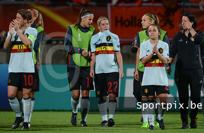 20170724 - TILBURG , NETHERLANDS : Belgian Team with Laura De Neve , Laura Deloose and Davina Philtjens (r) pictured thanking the fans after losing the female soccer game between the Belgian Red Flames and The Netherlands , the third and decisive game in group A at the Women's Euro 2017 , European Championship in The Netherlands 2017 , monday 24 th June 2017 at Stadion Koning Willem II in Tilburg , The Netherlands PHOTO SPORTPIX.BE | DAVID CATRY
