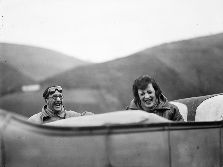 Jacques Henri Lartigue<br /> Ubu et Bibi sur la route. Avril 1925.<br /> Avec l&rsquo;aimable autorisation du Minist&egrave;re de la Culture &ndash; France / AAJHL<br /> -----<br /> Jacques Henri Lartigue<br /> Ubu and Bibi on the road. April 1925.<br /> Courtesy of Minist&egrave;re de la Culture &ndash; France / AAJHL