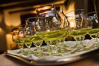 Europe/France/Rhone-Alpes/74/Haute-Savoie/Megève:  Service de la Chartreuse au restaurant:1920, au Chalet du Mont d'Arbois
