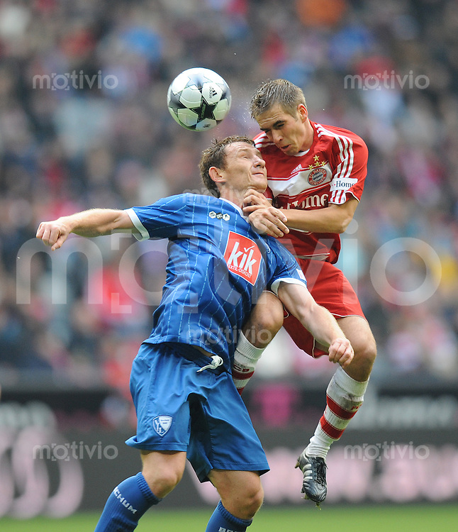 Fussball 1. Bundesliga Saison 2008/2009 7. Spieltag FC Bayern Muenchen - VfL Bochum 04.10.2008,Paul Freier (Bochum links) gegen Philipp Lahm (FCB),.