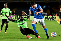 BOGOTA - COLOMBIA - 25 – 01 - 2018: Christian Huerfano (Der.) jugador de Millonarios disputa el balón con Didier Delgado (Izq.) jugador de Deportivo Cali, durante partido entre Millonarios y Deportivo Cali, por el Torneo Fox Sports 2018, jugado en el estadio Nemesio Camacho El Campin de la ciudad de Bogota. / Christian Huerfano (R) player of Millonarios vies for the ball with Didier Delgado (L) player of Deportivo Cali, during a match between Millonarios and Deportivo Cali, for the Fox Sports Tournament 2018, played at the Nemesio Camacho El Campin stadium in the city of Bogota.Photo: VizzorImage / Luis Ramirez / Staff.