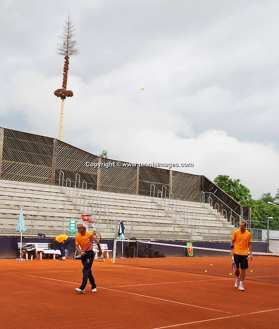 Austria, Kitzbuhel, Juli 14, 2015, Tennis, Davis Cup, Training Dutch team, warming up<br /> Photo: Tennisimages/Henk Koster