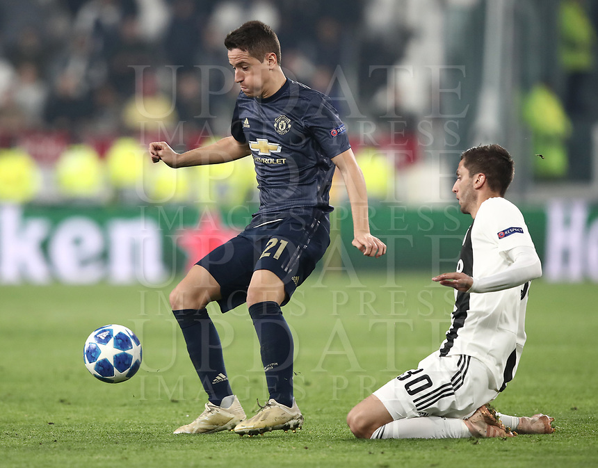 Football Soccer: UEFA Champions League -Group Stage-  Group H - Juventus vs Manchester United, Allianz Stadium. Turin, Italy, November 07, 2018.<br /> Manchester United's Ander Herrera (l) in action with Juventus' Rodrigo Bentancur (r) during the Uefa Champions League football soccer match between Juventus and Manchester United at Allianz Stadium in Turin, November 07, 2018.<br /> UPDATE IMAGES PRESS