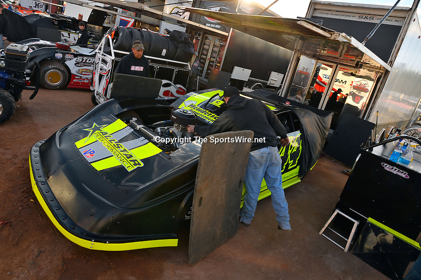 Feb 08, 2014; 6:03:29 PM; Waynesville, GA., USA; The Lucas Oil Late Model Dirt Series running The Georgia Boot Super Bowl of Racing at Golden Isles Speedway.  Mandatory Credit: (thesportswire.net)
