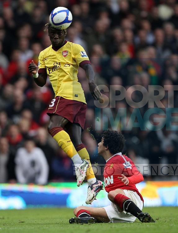 Manchester Uniteds Rafael da Silva tussles with Arsenals Bacary Sagna