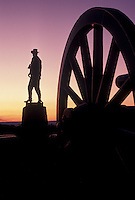 AJ4039, Gettysburg, battlefield, civil war, Gettysburg National Military Park, Pennsylvania, Silhouette of soldier monument in Gettysburg Nat'l Military Park at sunset in Gettysburg in the state of Pennsylvania.