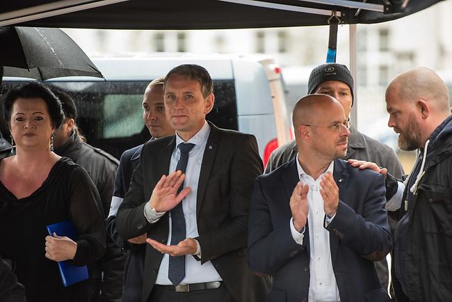 AfD-Kundgebung in Potsdam.<br /> Ca. 70 AfD-Anhaenger kamen am Samstag den 9. September 2017 zu einer Wahlveranstaltung der rechtsnationalistischen &quot;Alternative fuer Deutschland&quot;, AfD. Unter den Teilnehmern waren u.a. Neonazis die &quot;Patrioten Cottbus&quot; oder die sog. &quot;Schwarze Sonne&quot;, ein Zeichen der SS auf ihren Jacken trugen. Offiziell hatte die AfD die Kundgebung als Gruendung einer rechten Gewerkschaft namens &quot;Alternativer Arbeitnehmerverband Mitteldeutschland&quot; (Alarm) in Brandenburg deklariert.<br /> 500 Menschen protestierten friedlich gegen die Veranstaltung.<br /> Im Bild vlnr.: Birgit Bessin aus Worms, stellvertretende Landesvorsitzende der AfD-Brandenburg; Bjoern Hoecke, AfD-Fraktionsvorsitzender im Thueringer Landtag und Andreas Kalbitz, Landesvorsitzender der AfD-Brandenburg.<br /> 9.9.2017, Potsdam<br /> Copyright: Christian-Ditsch.de<br /> [Inhaltsveraendernde Manipulation des Fotos nur nach ausdruecklicher Genehmigung des Fotografen. Vereinbarungen ueber Abtretung von Persoenlichkeitsrechten/Model Release der abgebildeten Person/Personen liegen nicht vor. NO MODEL RELEASE! Nur fuer Redaktionelle Zwecke. Don't publish without copyright Christian-Ditsch.de, Veroeffentlichung nur mit Fotografennennung, sowie gegen Honorar, MwSt. und Beleg. Konto: I N G - D i B a, IBAN DE58500105175400192269, BIC INGDDEFFXXX, Kontakt: post@christian-ditsch.de<br /> Bei der Bearbeitung der Dateiinformationen darf die Urheberkennzeichnung in den EXIF- und  IPTC-Daten nicht entfernt werden, diese sind in digitalen Medien nach &sect;95c UrhG rechtlich geschuetzt. Der Urhebervermerk wird gemaess &sect;13 UrhG verlangt.]