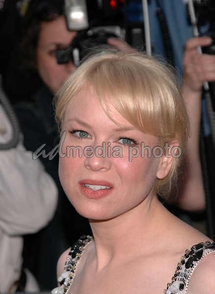 1June 2005 - New York, New York - Renee Zellweger arrives at the New York premiere of her new film, &quot;Cinderella Man&quot; at the Loews Lincoln Square Theater. <br />Photo Credit: Patti Ouderkirk/AdMedia
