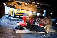 Giuseppe (Bea) della Pelle, fotografato al lavoro sotto una automobile.<br /> Giuseppe della Pelle at work