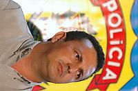 Acusado pelos pistoleiros, que mataram a freira, de ser o mandante  pelo assassinato da irma Dorothy, Vitalmiro Bastos de Moura o Bida 34 anos, durante entrevista coletiva a jornalistas na sede da polÌcia federal<br /> BelÈm Par· Brasil<br /> 27/03/2005<br /> Foto Paulo Santos/Interfoto Acusado pelos pistoleiros, que mataram  Dorothy Stang, Vitalmiro Bastos de Moura o Bida 34 anos, chega a Base Aérea de Belém algemado , escoltados por policiais federais.<br /> Belém, Pará, Brasil.<br /> Foto Paulo Santos/Acervo H<br /> 27/03/2005