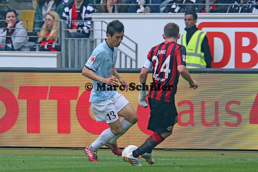 Ja-Cheol Koo (Mainz) gegen Sebatian Jung (Eintracht) - Eintracht Frankfurt vs. 1. FSV Mainz 05