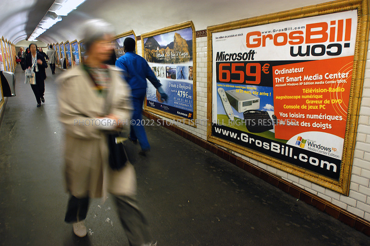 3/21/2005--Paris, France..A billboard by the company Grosbill.com advertises the upcoming start of terrestial digital television transmissions in France...All photographs ©2005 Stuart Isett.All rights reserved.
