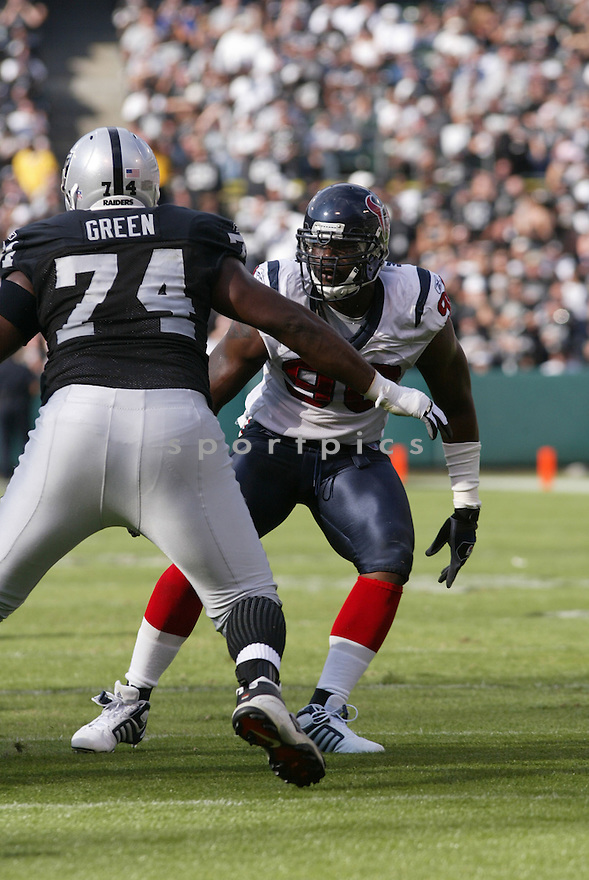 MARIO WILLIAMS,  of the Houston Texans, in action during the Texans game against the Oakland Raiders game on November 4, 2007 in Oakland, CA...Texans  win 24-17..........