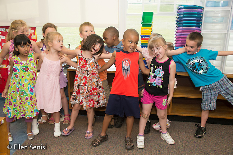 MR / Schenectady, NY. Zoller Elementary School (urban public school). Kindergarten classroom. Students do hand motions and sing songs together. MR: AM-gKw. ID: AM-gKw. © Ellen B. Senisi.