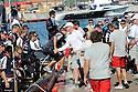 Louis Vuitton Trophy La Maddalena 6 giugno 2010. Al rientro a terra l'equipaggio vittorioso di Emirates Team New Zealand viene accolto da quello di Synergy Russian Sailing Team il coriaceo avversario della finale. Stretta di mano tra il neozelandese Dean Barker e il polacco Karol Jablonsky timoniere di Synergy