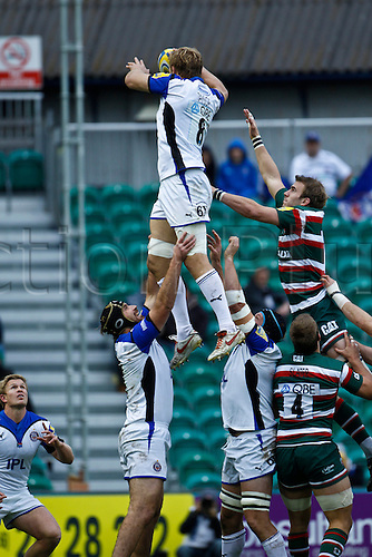 23.10.2010 Bath's Simon Taylor wins a line out.  Leicester Tigers v Bath Rugby, Aviva Premiership, Round 6 at Welford Road on 23rd october 2010.  Final score: 21-15