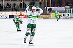 Stockholm 2014-03-01 Bandy SM-semifinal 1 Hammarby IF - V&auml;ster&aring;s SK :  <br /> V&auml;ster&aring;s Ted Bergstr&ouml;m jublar mot tillresta V&auml;ster&aring;s supportrar efter att ha gjort 6-0 i den andra halvleken<br /> (Foto: Kenta J&ouml;nsson) Nyckelord:  VSK Bajen HIF jubel gl&auml;dje lycka glad happy