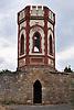 """Weinbergsturm """"Rotes Häuschen"""", Gewann """"Hinter der Kirche"""", Osthofen, 2000 von der Rheinhessischen Weinbruderschaft prämiert"""