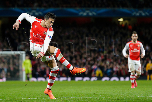 25.02.2015.  London, England. Champions League Football. Arsenal versus AS Monaco.  Arsenal's Alexis Sanchez fires in a powerful shot (only for Giroud to put the rebound over the bar)