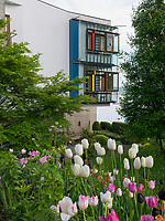 Wohnhaus erbaut 1996 von Christoph M&auml;ckler, Gartenanlage Stiegeler Park, Konstanz, Baden-W&uuml;rttemberg, Deutschland, Europa<br /> House built 1996 by Christoph M&auml;ckler in Stiegeler Park gardens, Constance, Baden-W&uuml;rttemberg, Germany, Europe