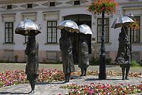 HUN, Ungarn, Budapest, Stadtteil Obuda: Bronzestatuen von Imre Varga am Foe ter (Foe Platz)   HUN, Hungary, Budapest, Obuda District; bronze statues by Imre Varga at Foe Square (Foe ter)