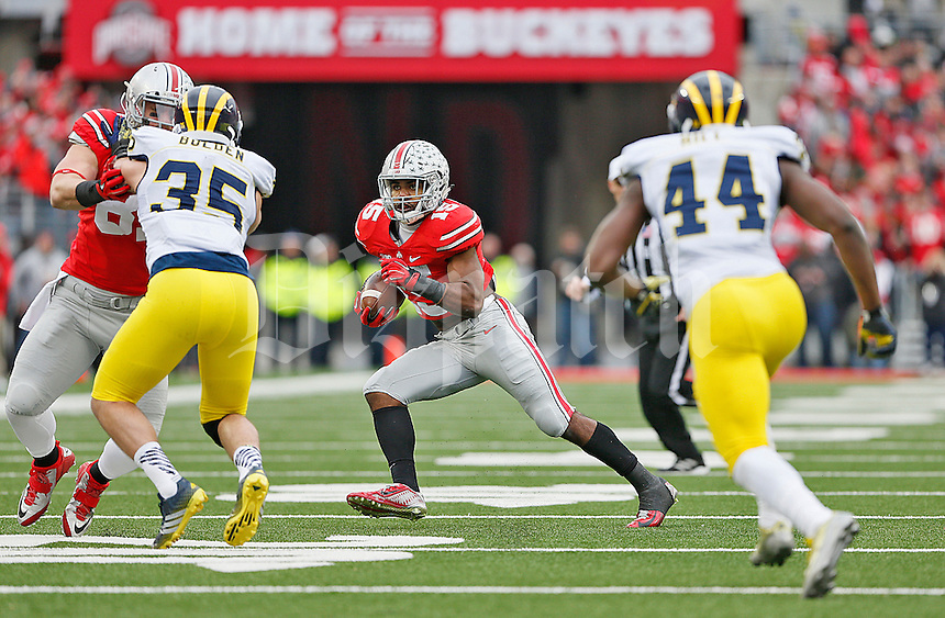 Ohio State Buckeyes running back Ezekiel Elliott (15) looks for running room in the second half at Ohio Stadium on November 29, 2014. (Chris Russell/Dispatch Photo)