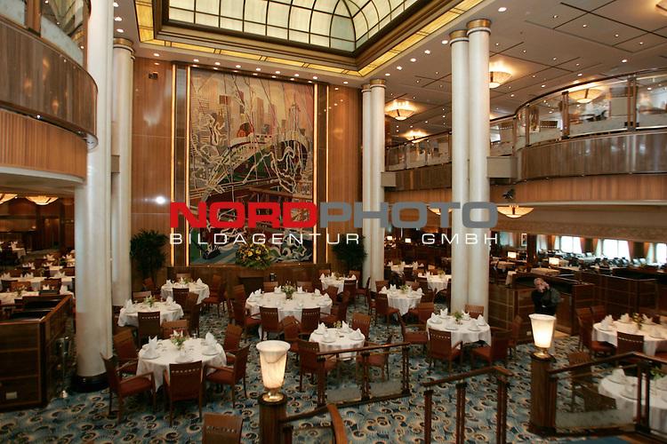 Queen Mary 2 in Hamburg<br /> Der groŖe Speisesaal des Restaurant Britannia.<br /> <br /> Foto &copy; nordphoto / Volker Sarbach<br />  *** Local Caption *** Foto ist honorarpflichtig! zzgl. gesetzl. MwSt.<br />  Belegexemplar erforderlich<br /> Adresse: nordphoto<br /> Georg-Reinke-Strasse 1<br /> 49377 Vechta