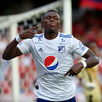 CALI - COLOMBIA, 12- 05-2019: Fabián González de Millonarios, celebra el gol anotado a América de Cali, durante partido entre América de Cali y Millonarios, de la fecha 1 de los cuadrangulares semifinales por la Liga Águila I 2019 jugado en el estadio Pascual Guerrero de la ciudad de Cali. / Fabian Gonzalez of Millonarios, celebrates a scored goal to America de Cali, during a match between America de Cali and Millonarios, of the 1st date of the semifinals quarters for the Aguila Leguaje I 2019 at the Pascual Guerrero stadium in Cali city. Photo: VizzorImage / Nelson Ríos / Cont.