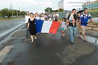 BRASILIA, DF, 15.11.2015 - TERRORISMO-FRANÇA - Ato na Aliança Francesa, em homenagem às vítimas do atentado que aconteceu em Paris na França, neste domingo, 15.(Foto:Ed Ferreira / Brazil Photo Press)