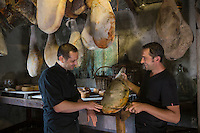 Europe/France/2A/Corse du Sud /Levie : Ferme-Auberge: A Pignata-  Jean-Baptiste  et Antoine Rocca-Serra   et leus produits fermiers: Charcuterie Corse et  fromages  [Non destiné à un usage publicitaire - Not intended for an advertising use]