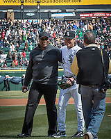 Bo Jackson  with White Sox manager Robin Ventura after throwing out the first pitch at the White Sox home opener Monday