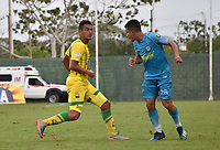 MONTERÍA - COLOMBIA ,28-04-2019:Juan Silgado (Der.) jugador de Jaguares de Córdoba disputa el balón con Cesar Quintero (Izq.) jugador del Atlético Bucaramanga durante partido por la fecha 18 de la Liga Águila I 2019 jugado en el estadio Municipal Jaraguay de Montería . / Juan Silgado (R) player of Jaguares of Cordoba fights for the ball with Cesar Quintero (L) player of Atletico Bucaramanga during the match for the date 18 of the Liga Aguila I 2019 played at Municipal Jaraguay Satdium in Monteria City . Photo: VizzorImage / Andrés Felipe López  / Contribuidor.