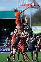 Geoff Parling of Leicester Tigers and Alistair Hargreaves of Saracens at full stretch during the Aviva Premiership Rugby match between Saracens and Leicester Tigers at Allianz Park on Saturday 11th April 2015 (Photo by Rob Munro)