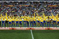 HAMILTON, CANADA, 25.07.2015 - PAN-FUTEBOL -  Jogadoras do Brasil comemoram medalha de ouro após ganhar de 4 a 0 da Colombia em partida da final do futebol feminino nos jogos Pan-americanos no Estadio Tim Hortons em Hamilton no Canadá neste sábado, 25.  (Foto: William Volcov/Brazil Photo Press)