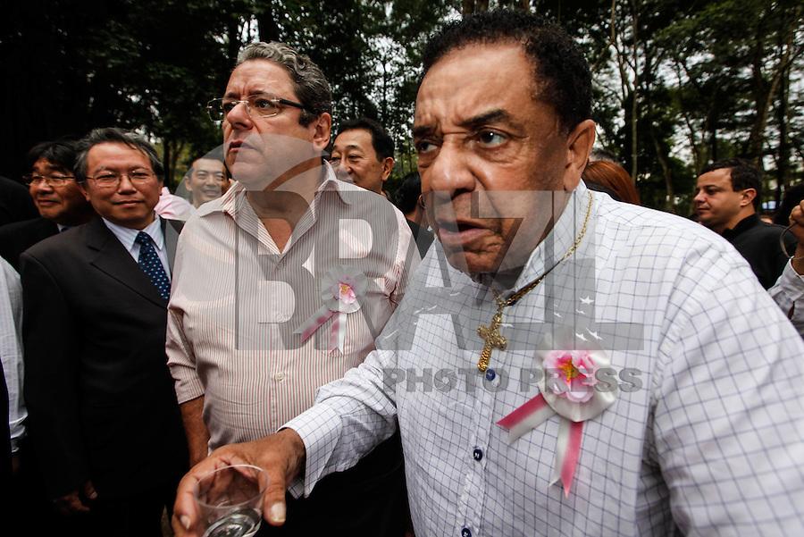 SAO PAULO, SP, 05 AGOSTO 2012 - FESTA DAS CEREJEIRAS - Agnaldo Timoteo durante 34ª edição da Festa das Cerejeiras no Parque do Carmo regiao leste da capital paulista . FOTO: VANESSA CARVALHO / BRAZIL PHOTO PRESS)