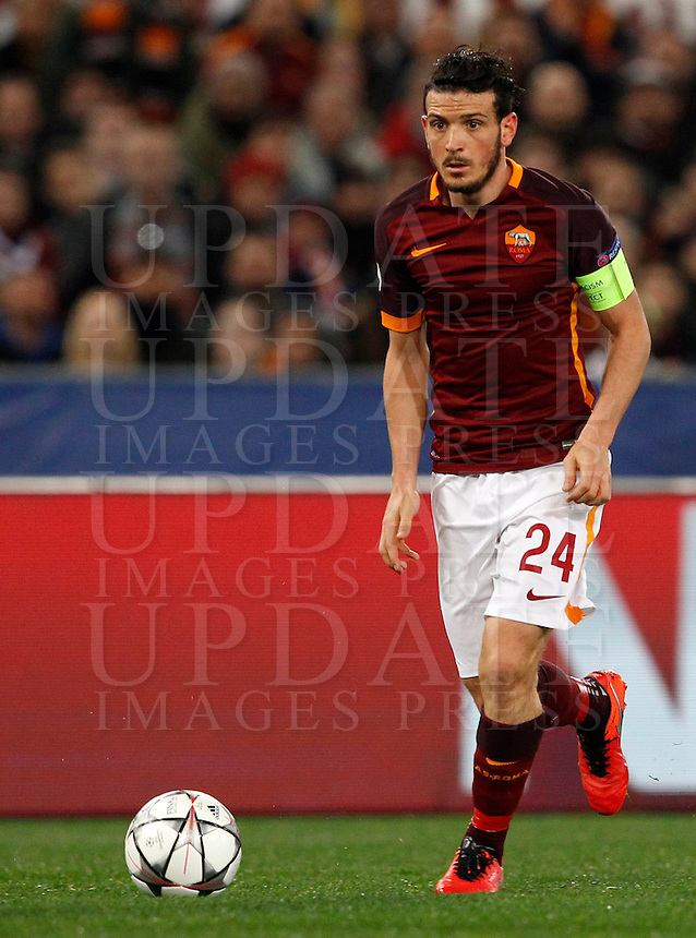 Calcio, andata degli ottavi di finale di Champions League: Roma vs Real Madrid. Roma, stadio Olimpico, 17 febbraio 2016.<br /> Roma's Alessandro Florenzi in action during the first leg round of 16 Champions League football match between Roma and Real Madrid, at Rome's Olympic stadium, 17 February 2016.<br /> UPDATE IMAGES PRESS/Riccardo De Luca