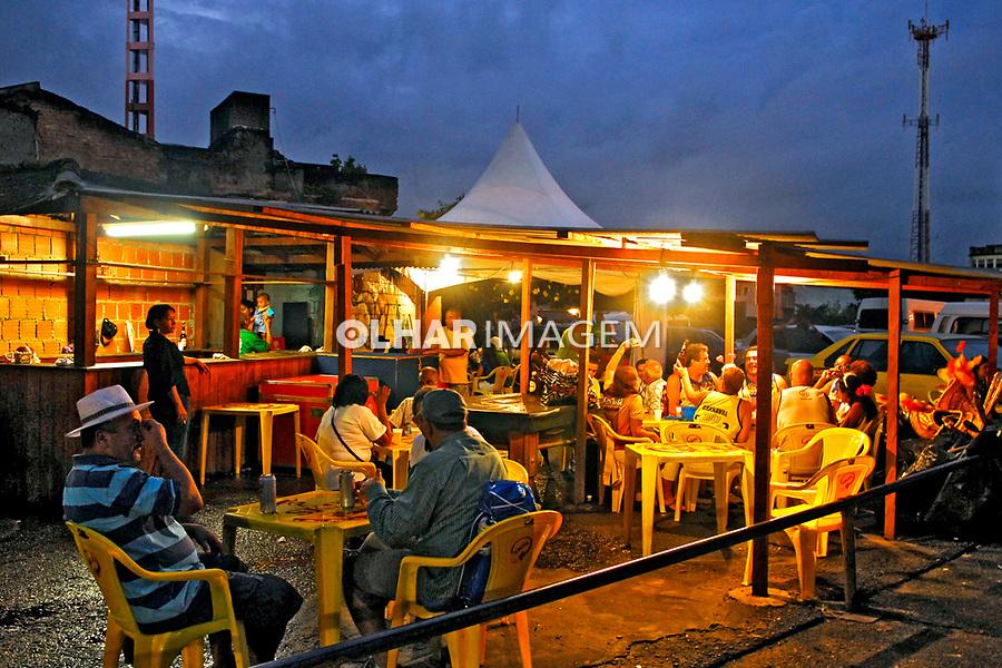 Bar em barraca no carnaval. Rio de Janeiro. 2008. Foto de Luciana Whitaker