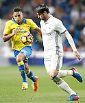 Real Madrid's Alvaro Morata (r) and UD Las Palmas' David Simon during La Liga match. March 1,2017. (ALTERPHOTOS/Acero)