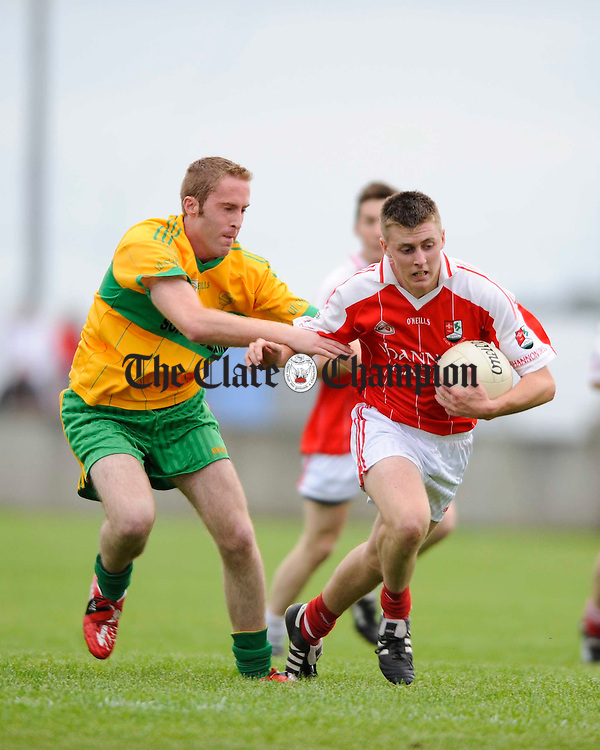 O Curry's  Declan Walsh tackles Shannon Gael's Tomas Cleary during their game at Cooraclare. Photograph by John Kelly.