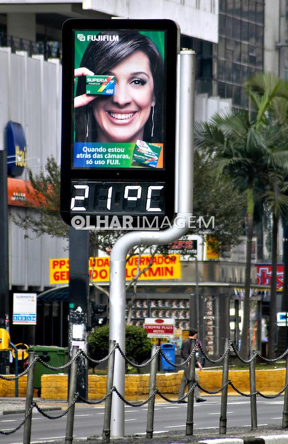 Termometro digital na Avenida Paulista. Foto de Manuel Lourenço.