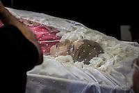 SAO BERNARDO DO CAMPO, SP 04.02.2017 - MARISA-LETICIA - Lula recebe visitantes durante velorio da ex primeira dama brasileira Marisa Letica esposa do ex presidente Luiz Inacio Lula da Silva no Sindicato dos Metalugicos de Sao Bernardo do Campo neste sabado, 04. Marisa Leticia sofreu um acidente vascular cerebral (AVC) hemorrágico provocado pelo rompimento de um aneurisma (Foto: Danilo Fernandes/Brazil Photo Press)