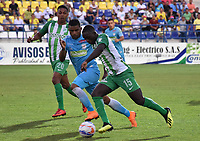 MONTERIA - COLOMBIA, 02-09-2018: Jhony Cano (Izq) jugador de Jaguares de Córdoba disputa el balón con Deiver machado (Der) jugador de Atletico Nacional durante partido por la fecha 7 de la Liga Águila II 2018 jugado en el estadio Municipal de Montería. / Jhony Cano (L) player of Jaguares of Cordoba vies for the ball with Deiver Machado (R) player of Atletico Nacional during a match for the date 7 of the Liga Aguila II 2018 at the Municipal de Monteria Stadium in Monteria city. Photo: VizzorImage / Andres Felipe Lopez / Cont