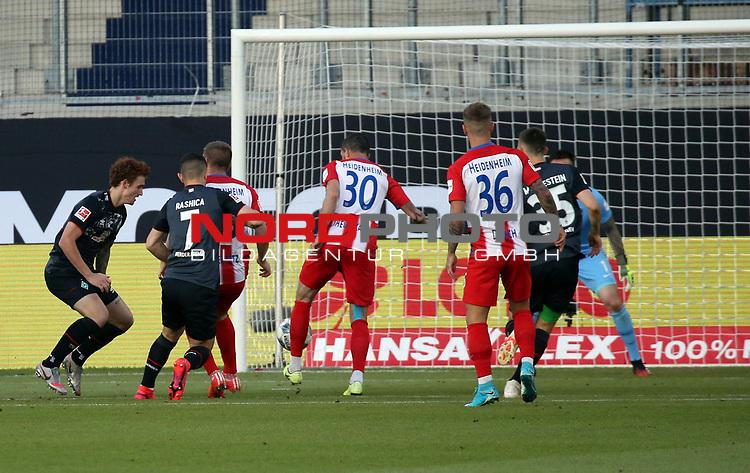 mi. Norman Theuerkauf (1. FC Heidenheim); Eigentor 0:1<br /> <br /> Deutschland, Heidenheim, 06.07.2020, Fussball, Bundesliga, Saison 2019/2020, Relegation, 1. FC Heidenheim - SV Werder Bremen :nphgm001: 06.07.2020<br /> <br /> DFL/DFB REGULATIONS PROHIBIT ANY USE OF PHOTOGRAPHS AS IMAGE AND/OR QUASI-VIDEO<br /> <br /> Foto: Pressefoto Rudel/Robin Rudel/Pool/gumzmedia/nordphoto