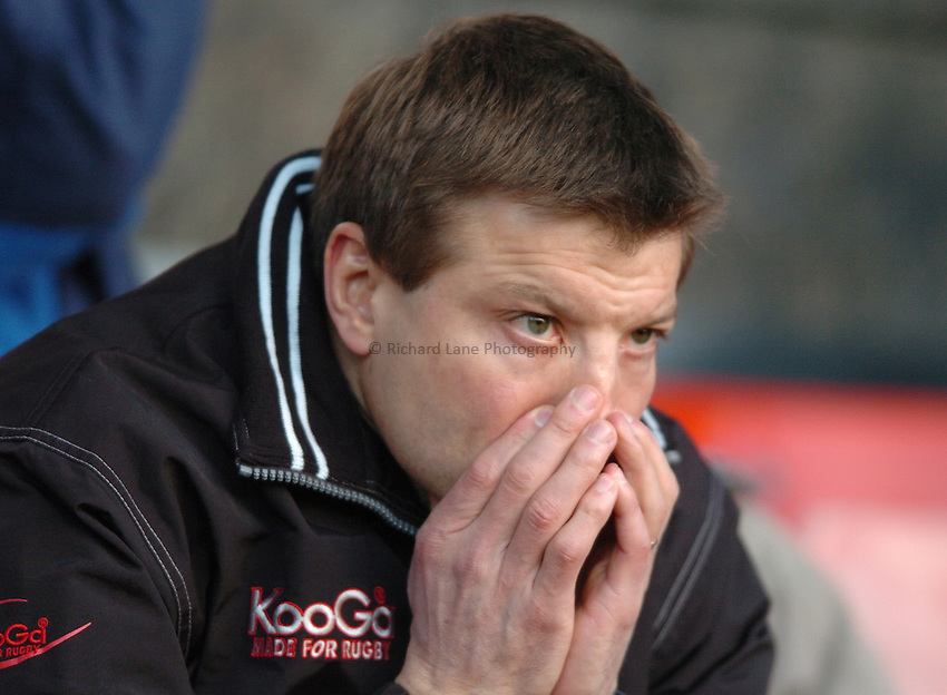 Photo. Henry Browne..19/12/2004..Saracens v Newcastle Falcons Powergen Cup...Rob Andrew looks pensive..
