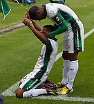 La Equidad se impuso contundentemente 4 – 0 a Alianza Petrolera en juego válido por la novena jornada del Torneo Clausura Colombiano 2013 / Celebran el tercer gol de Equidad Wilson Morelo (l) y José Moreno (d)