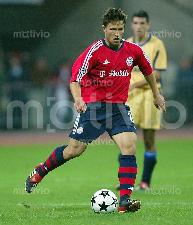 FUSSBALL Champions League 2002/2003 Gruppe G 1. Spieltag FC Bayern Muenchen 2-3 Deportivo La Coruna    Robert Kovac (FCB)