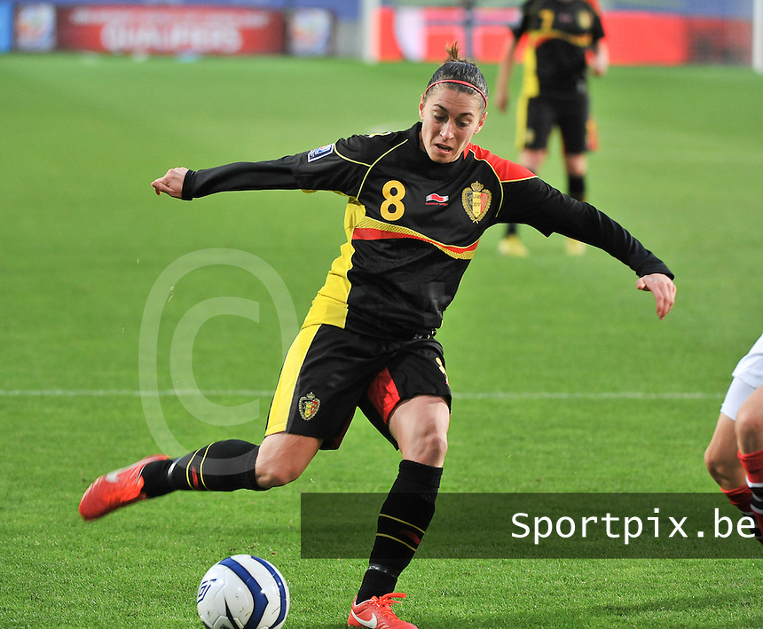 20130925 - OSLO , NORWAY : Belgian Audrey Demoustier (8) pictured during the female soccer match between Norway and Belgium , on the second matchday in group 5 of the UEFA qualifying round to the FIFA Women World Cup in Canada 2015 at the Ullevaal Stadion , Oslo . Wednesday 25th September 2013. PHOTO DAVID CATRY