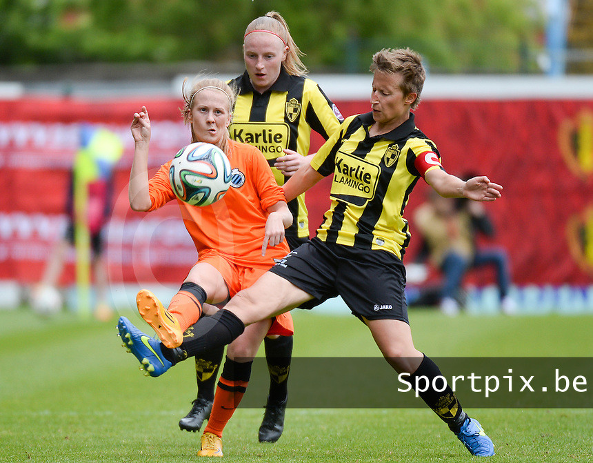 20150514 - BEVEREN , BELGIUM : duel pictured between Brugge's Silke Demeyere (left) , Lierse's Silke Leynen (middle) and Lierse's Niki Decock (r) during the final of Belgian cup, a soccer women game between SK Lierse Dames and Club Brugge Vrouwen , in stadion Freethiel Beveren , Thursday 14 th May 2015 . PHOTO DAVID CATRY